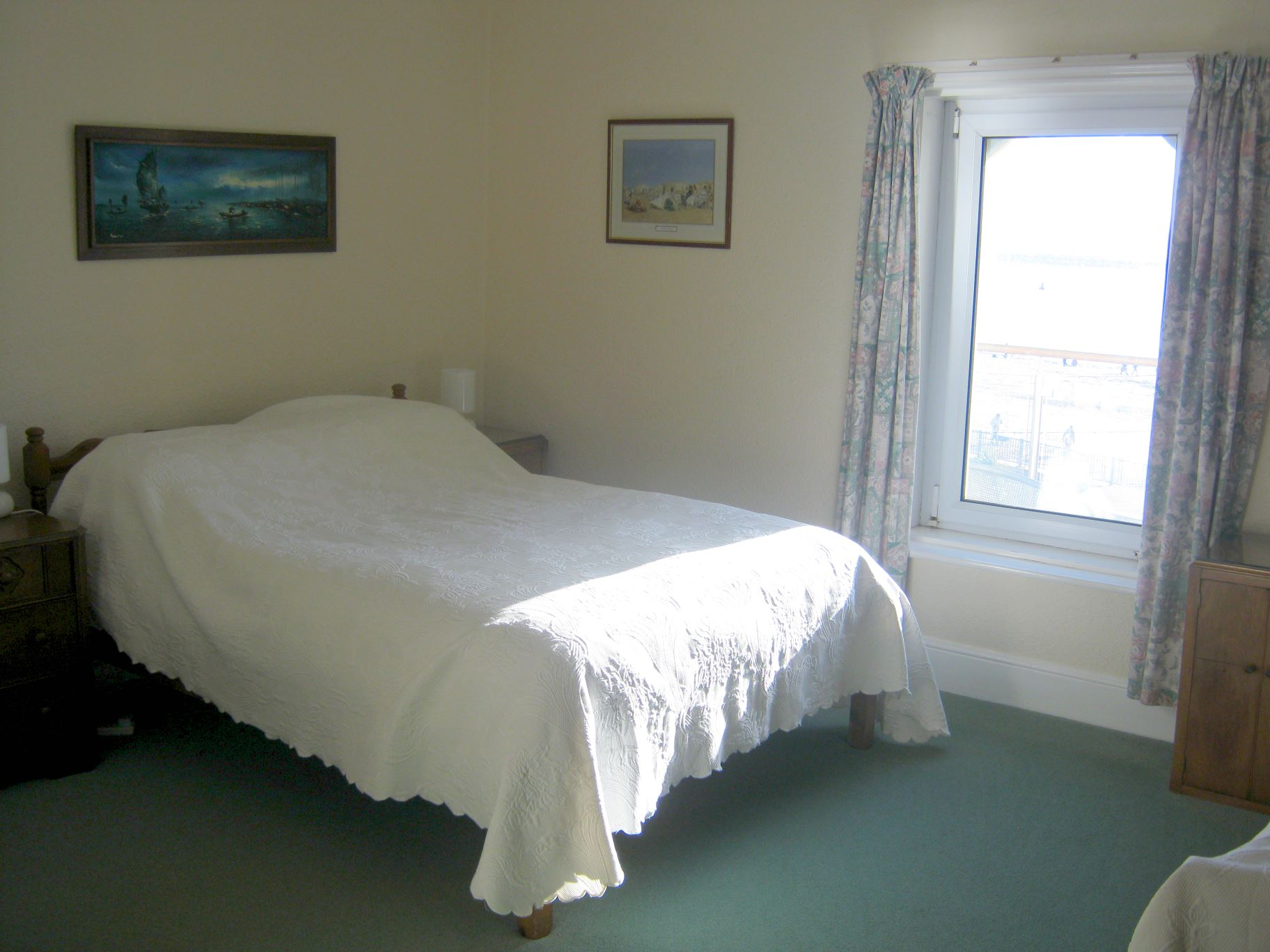 Photo showing main bedroom
