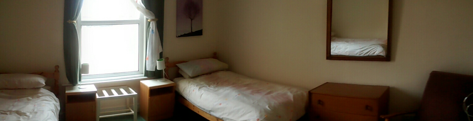 photo of second bedroom with twin beds